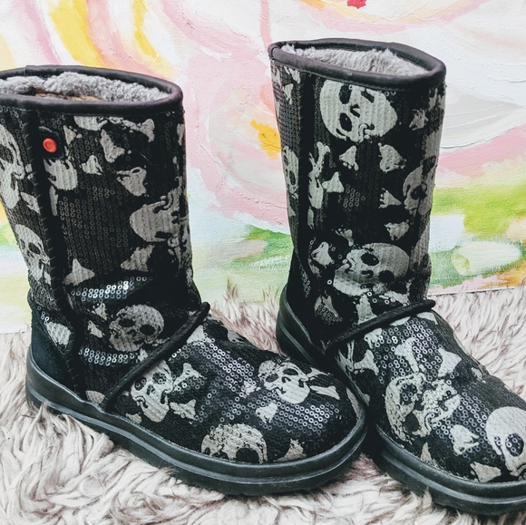 I love heart UGGs winter boots